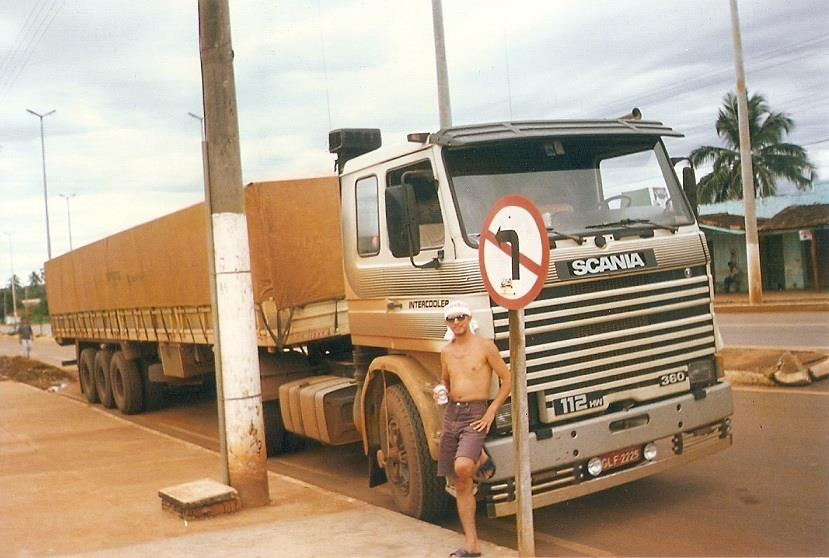 Scania-R-112-HW-360-1990-Chauffeur-Ok-Cesar--in-een-stad-van-Mato-Grosso-1995