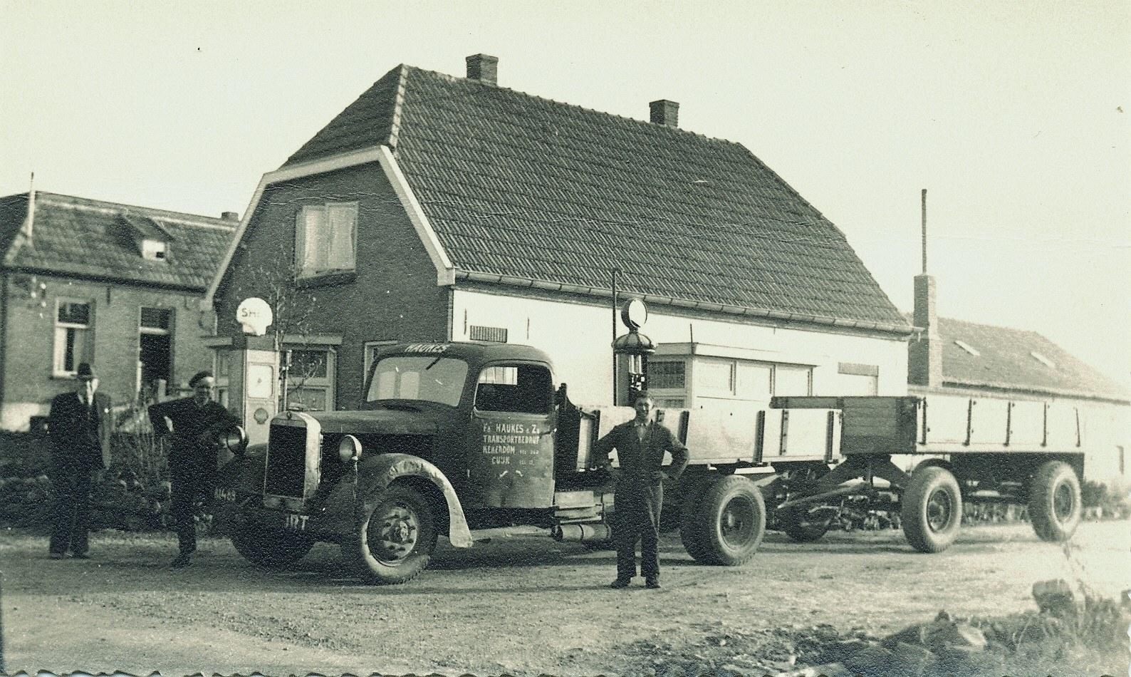 1947-heeft-Hermann-Haukes-Langen-uit-Cuijk-overgenomen-Mercedes-L3000S-4-cillinder-75-PK--bj-1938