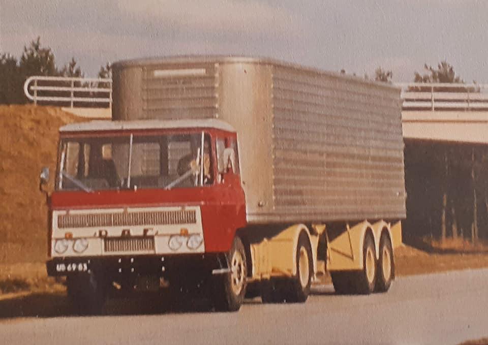 DAF-2600-met-zelfdragende-chassi-trailer