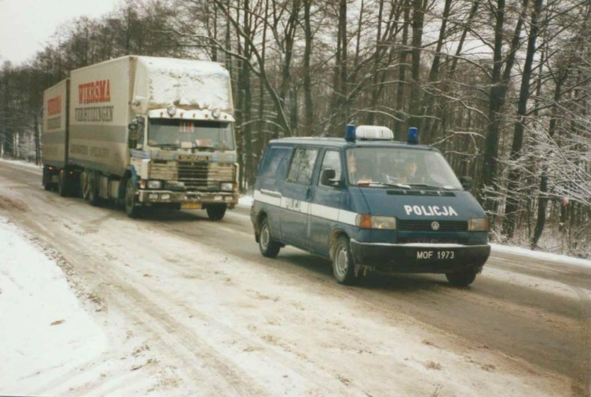 De-90-er-jaren-vervoer-als-pioniers-op-Oos-Europese-landen---Het-witte-huis--het-paleis-van-Ceausescu--in-Boekarest-Roemenie--en-Ukraine-Johannes-Wiesrma--(2)