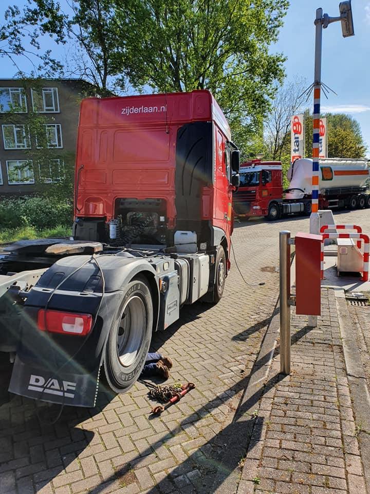 Mn-ouwe-trouwe-diesel-heeft--het-vanmiddag-begeven-helaas--even-wisselen-en-weer-verder-Harm-Bakker-19-5-2021-(3)