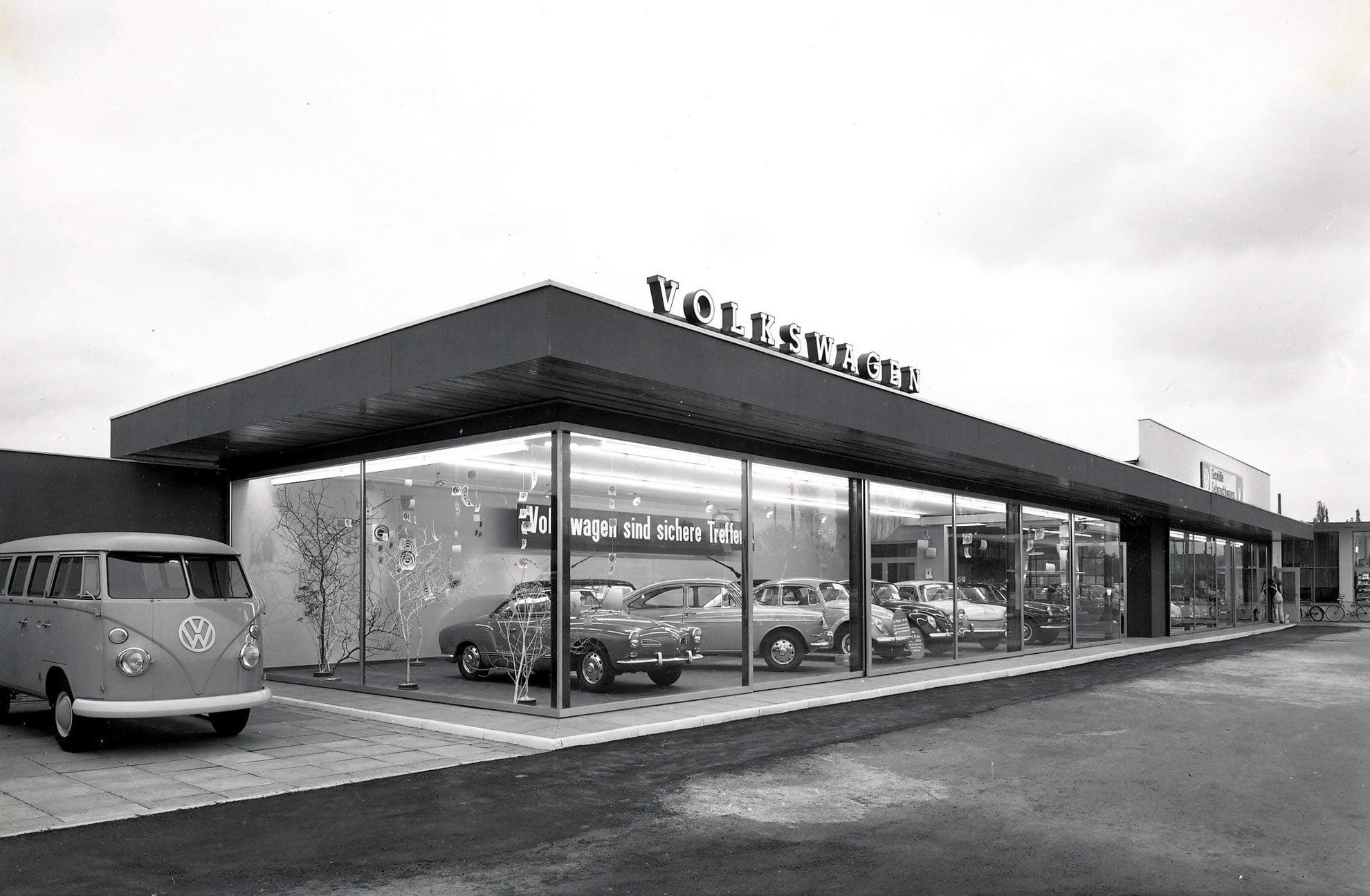 Einbeck-Ausstellungsraum-Autohaus-Hübener-1966