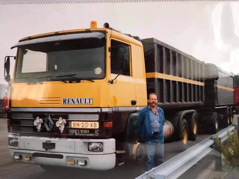 Renault-R310-1985---voormalige-auto-Kuperus-Grootegast--chauffeur-Harrie-De-Jong