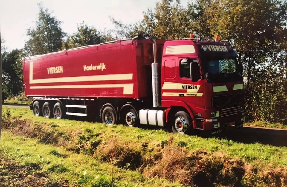 Volvo---aardappelen-laden-aan-de-Blindeweg-tussen-Eibergen-en-Neede--15-11-2005