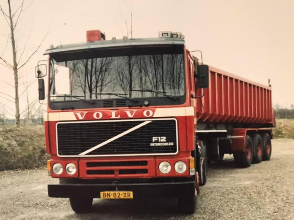 Volvo-F12-BN-82-XR-6X2-met-tussenloopwiel