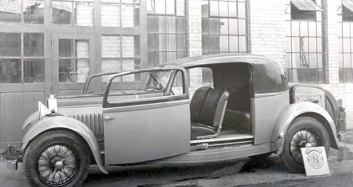 Bugatti-type-46-coupe--Uhlik--uit-1932-met-schuifdeuren-mechanisme-(1)