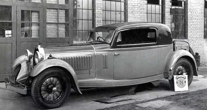 Bugatti-type-46-coupe--Uhlik--uit-1932-met-schuifdeuren-mechanisme-(2)