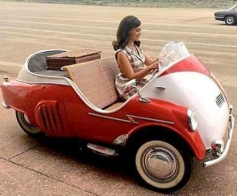 BMW-Isetta-Spiaggia-1950