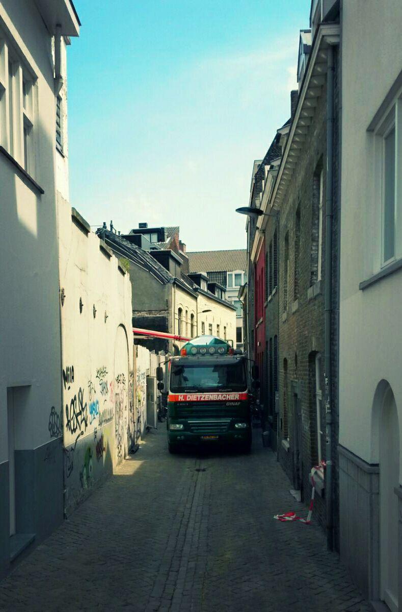 Daf-in-Maastricht-chauffeur-Piet-Ververs