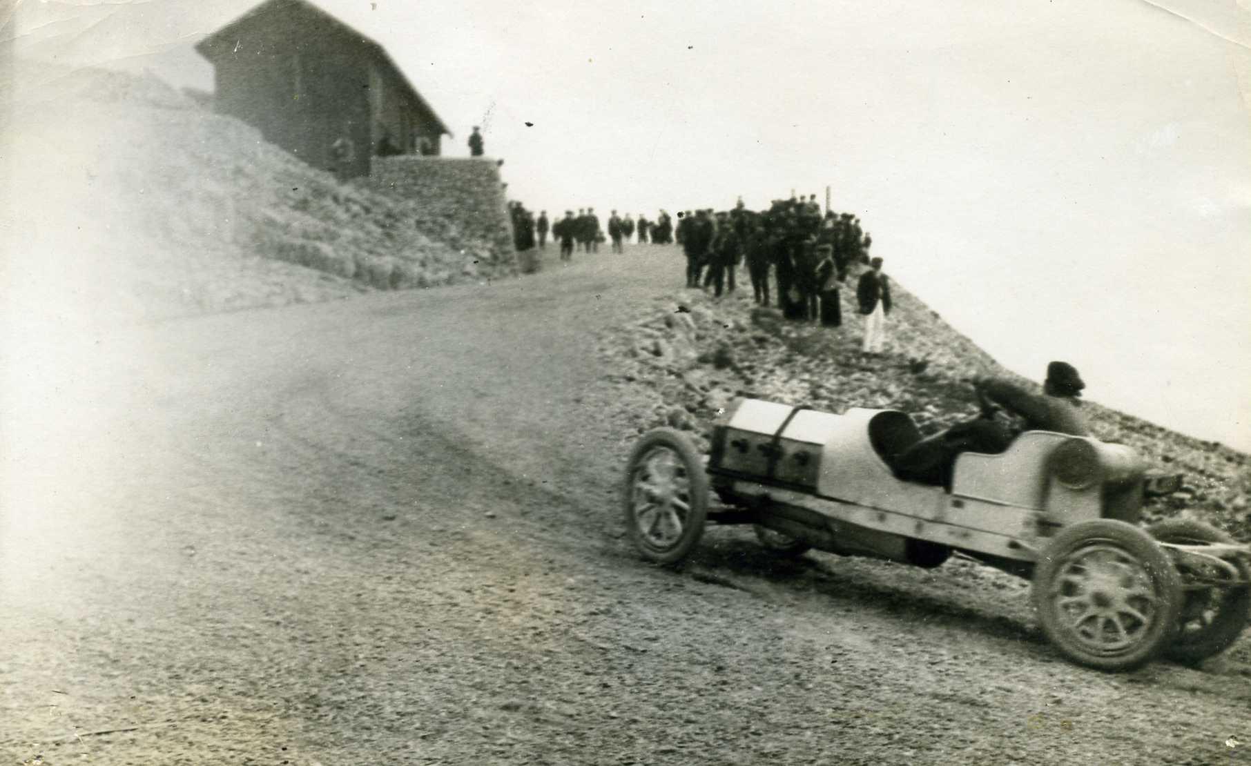 Aankomst-op-de-top-van-de-kustrace-van-Mont-Ventoux--Tangazzi-op-Lancia-jaar-1911