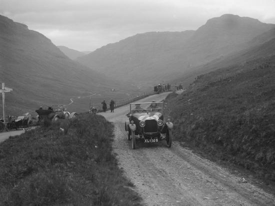 1920-dfp-10-12-hp-of-jc-douglas-taking-part-in-the-scottish-light-car-trial