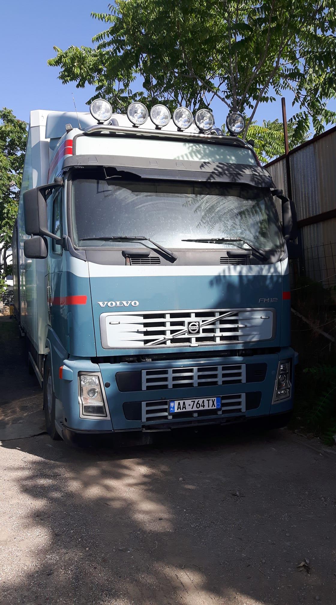 Volvo-in-Aspropirgos-Griekenland-Pierre-Dekkers-foto