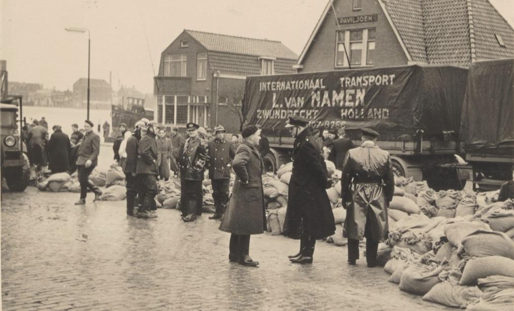 1953---watersnood-in-Zwijndrecht-zand-aanvoer