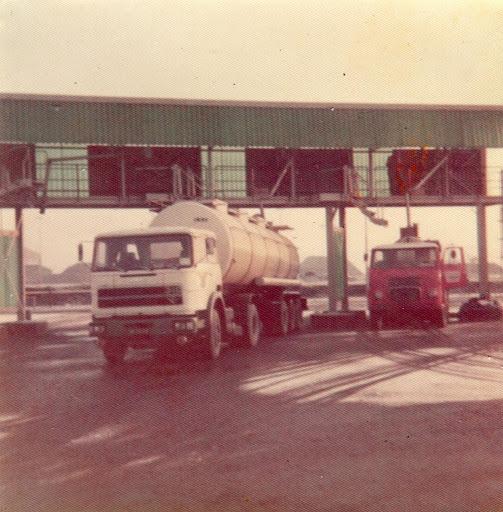 John-met-een-Unci-340-V8-bij-Cargofor-Maastricht