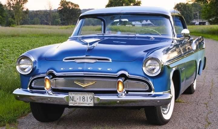 DeSoto-Firedome-SeVille-let-op-de-lampjes-in-de-bumperrozetten-1956--(1)