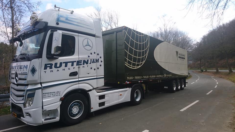 Opgehaald-bij-de-carrosserie-bouwer-en-naar-de-haven-in-Antwerpen-gebracht-2-6-2021-(2)