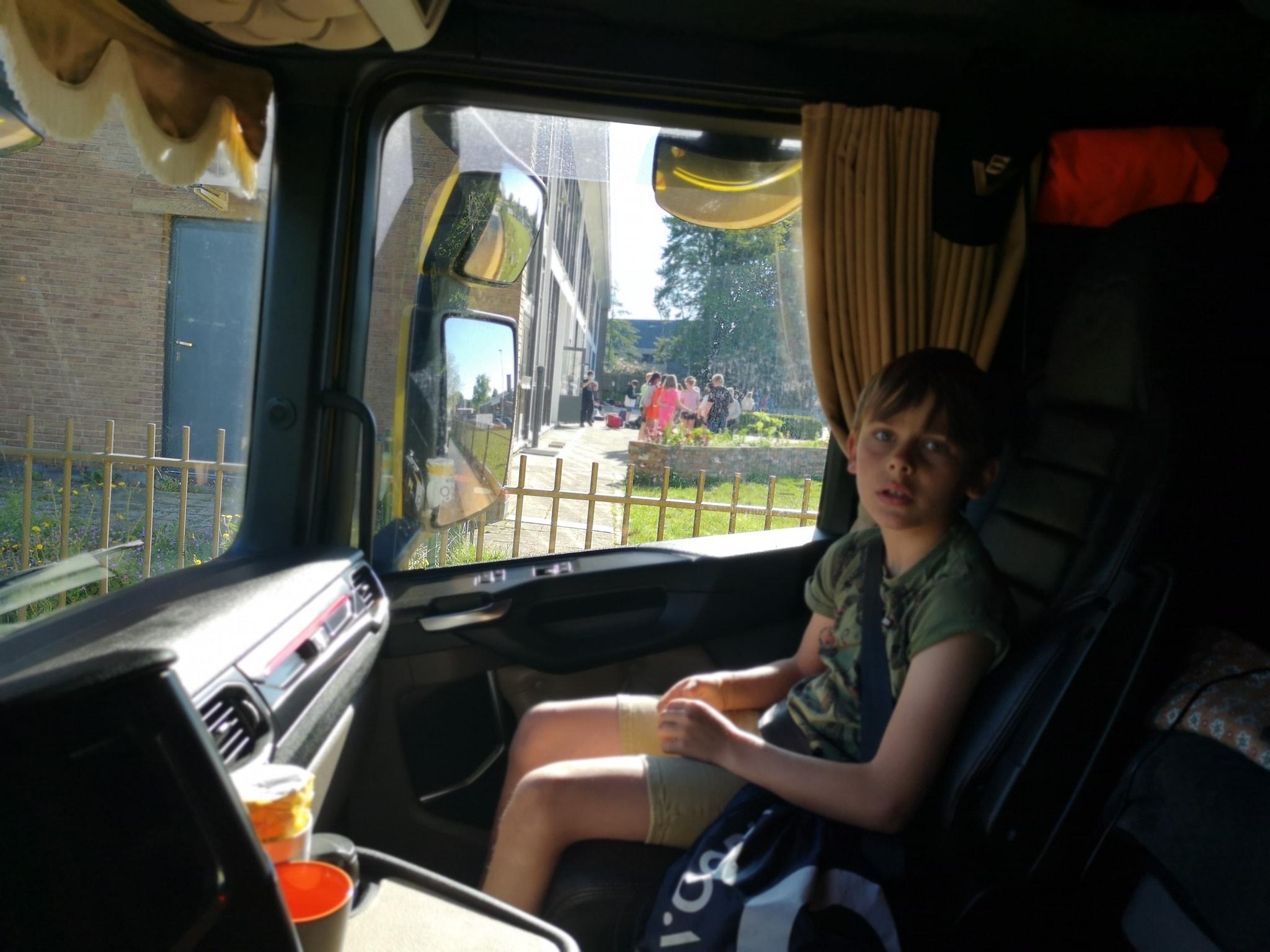 Prive-taxi-naar-school--1-6-2021-(2)
