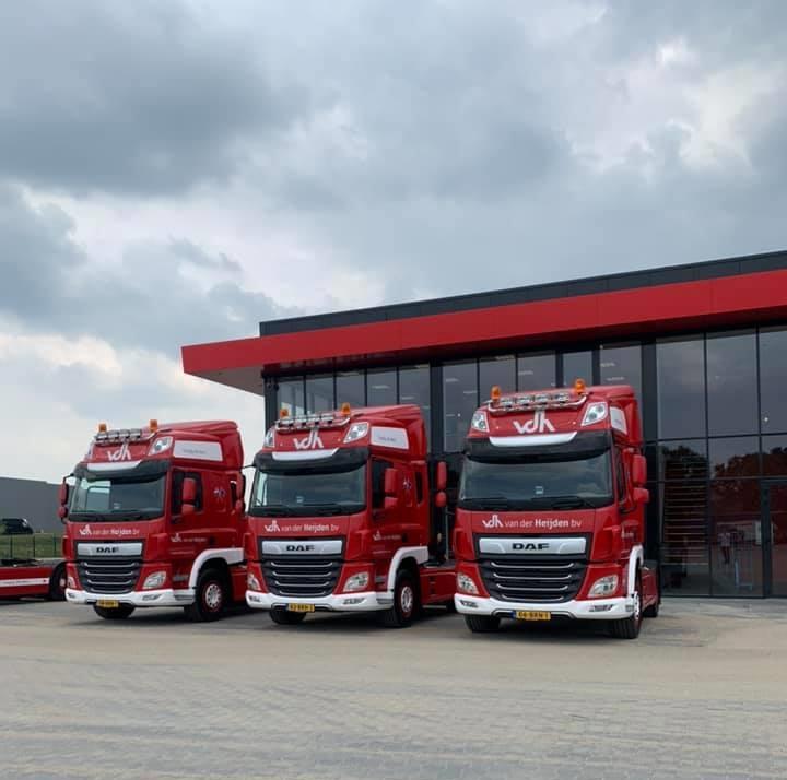 Jos-Roijmans--Gerard-Vereijken-en-Bas-Romme-veel-plezier-met-hun-nieuwe-wagens-4-6-2021-(1)