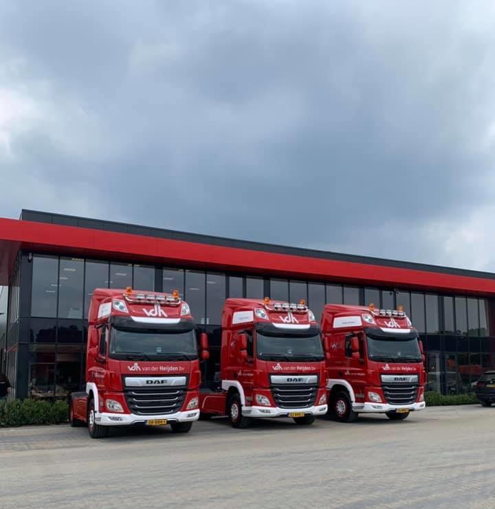 Jos-Roijmans--Gerard-Vereijken-en-Bas-Romme-veel-plezier-met-hun-nieuwe-wagens-4-6-2021-(2)