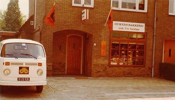 Bakkerij-Dukers--Hoolstraat-Beek--1975-2