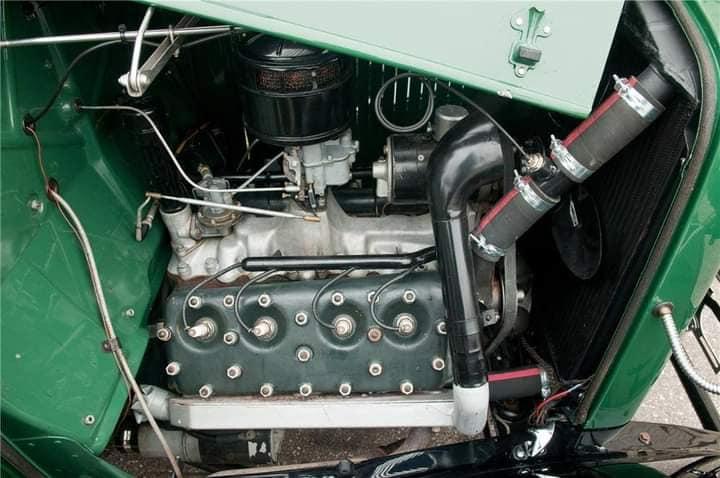 Ford--type-18-pick-up-V-8-1932-(4)