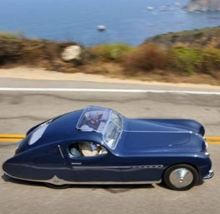 Talbot-Lago-door-Figoni-et-Falaschi-voor-Monsieur-Fayolle--de-ritskoning---Let-op-de-ritsachtige-bies-op-de-motorkap-1948-(2)