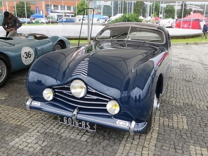 Talbot-Lago-door-Figoni-et-Falaschi-voor-Monsieur-Fayolle--de-ritskoning--Let-op-de-ritsachtige-bies-op-de-motorkap-1948