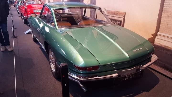 -Alfa-Romeo-cona-Cabriolet-621--werd-gepresenteerd-door-Pininfarina-bij-de-Turijnmotor-en-bij-de-Geneve-Motor-Shows-in-1962--(1)