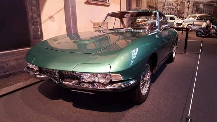 -Alfa-Romeo-cona-Cabriolet-621--werd-gepresenteerd-door-Pininfarina-bij-de-Turijnmotor-en-bij-de-Geneve-Motor-Shows-in-1962--(2)