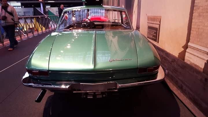 -Alfa-Romeo-cona-Cabriolet-621--werd-gepresenteerd-door-Pininfarina-bij-de-Turijnmotor-en-bij-de-Geneve-Motor-Shows-in-1962--(3)