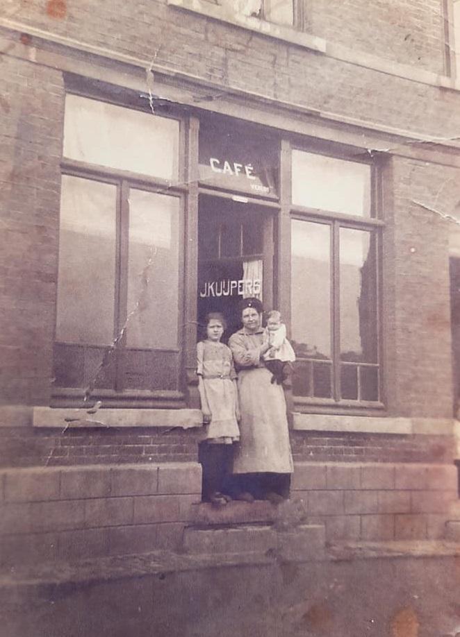 Cafe--Kuijpers--Populierweg-in-Limmel-1922-(2)