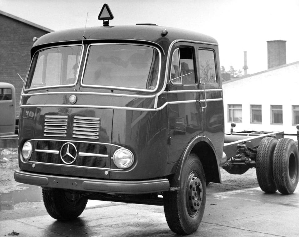 Mercedes-Benz-LP-337--1958-1960