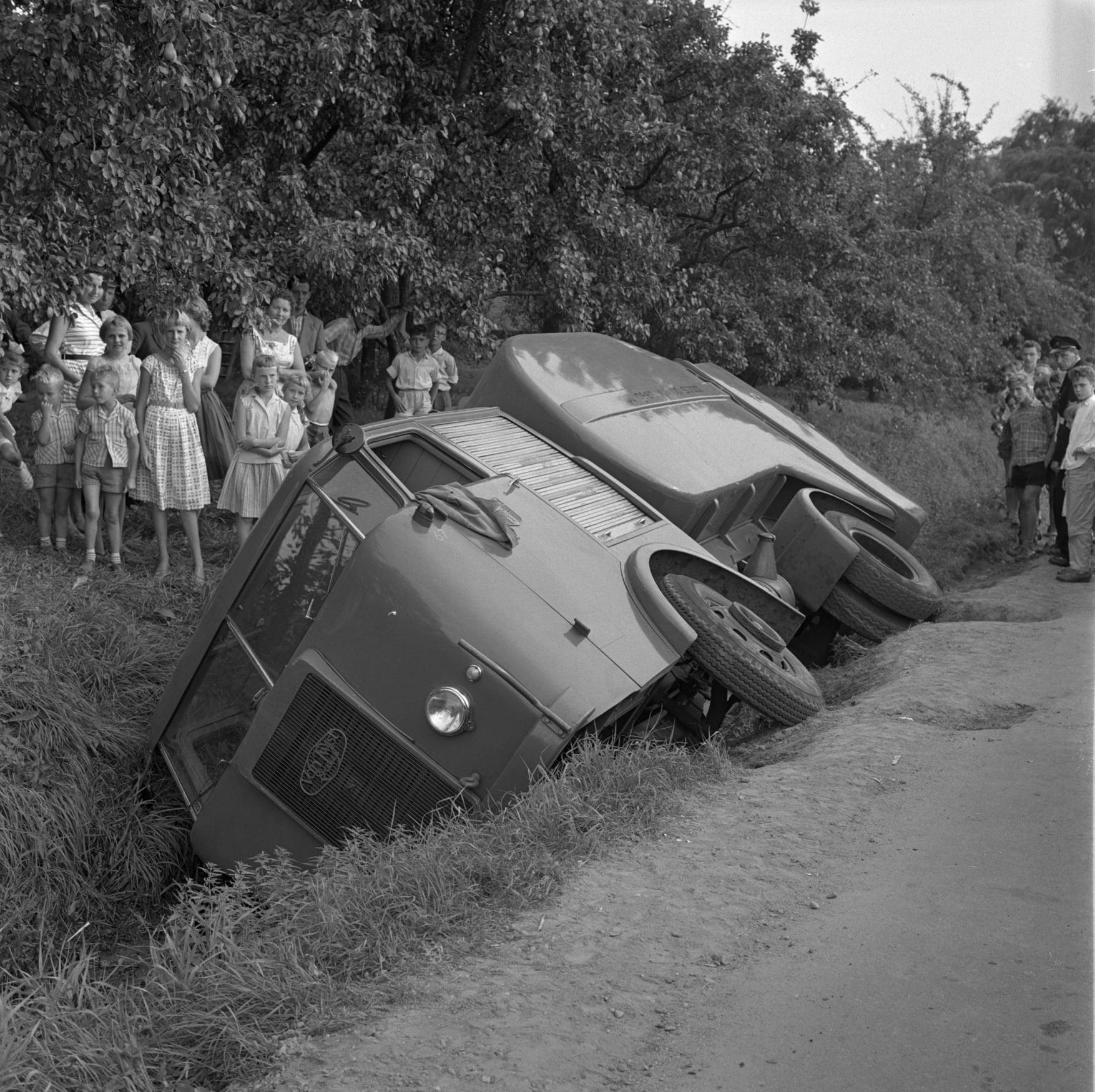 Kemper-van-Twist-Rotterdam-onfortuinlijke-Roteb-vuilniswagen-1959