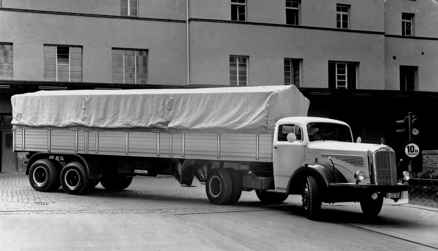 Mercedes-Benz-LS-329-145-PS-mit-Schenk-Anhanger-Auflieger-Werkfoto-77501A--1957