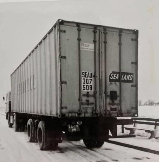 Gradus-Kars-1977-in-de-winter-richting-Weillerstwits-om-grebuizen-te-laden