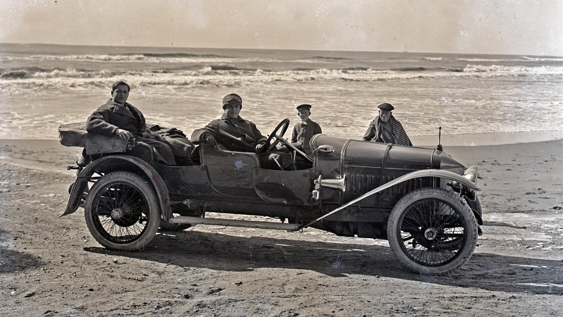 Hispano-Suiza-----Alphonso-XIII-was-eigendom-van-een-Dr-Carulla-in-Barcelona-en-ze-waren-duidelijk-zeer-toegewijd-aan-fotografie-naast-hun-sportieve-motorcar---1912-(4)