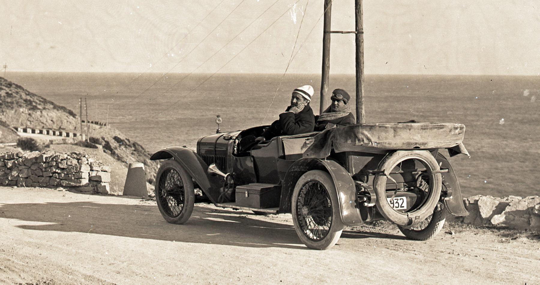 Hispano-Suiza-----Alphonso-XIII-was-eigendom-van-een-Dr-Carulla-in-Barcelona-en-ze-waren-duidelijk-zeer-toegewijd-aan-fotografie-naast-hun-sportieve-motorcar---1912-(5)