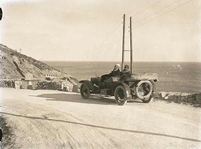 Hispano-Suiza-----Alphonso-XIII-was-eigendom-van-een-Dr-Carulla-in-Barcelona-en-ze-waren-duidelijk-zeer-toegewijd-aan-fotografie-naast-hun-sportieve-motorcar---1912-(6)