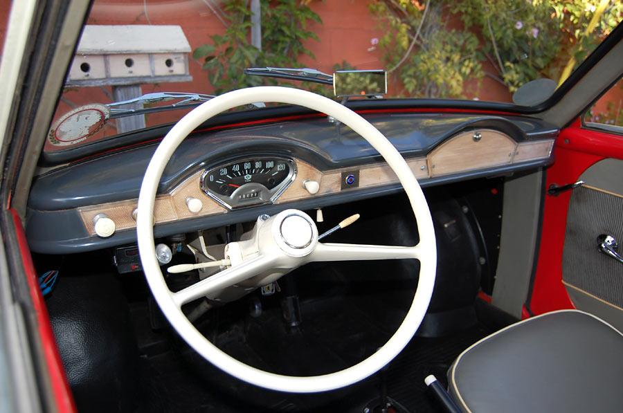 Goggo-TS400-coupe-vind-ik-de-leukste-Goggo--mooi-die-panoramische-achteruit-en-het-chique-dashboard