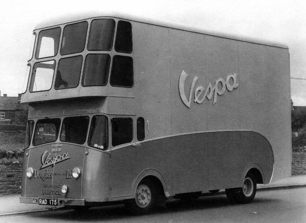 Bristol-bezorgwagen-Vespa