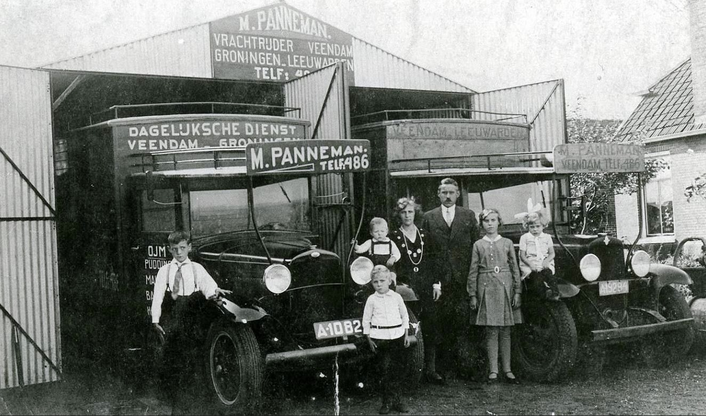 Opel-A-10820-22-8-1925-M-Panneman-met-de-familie