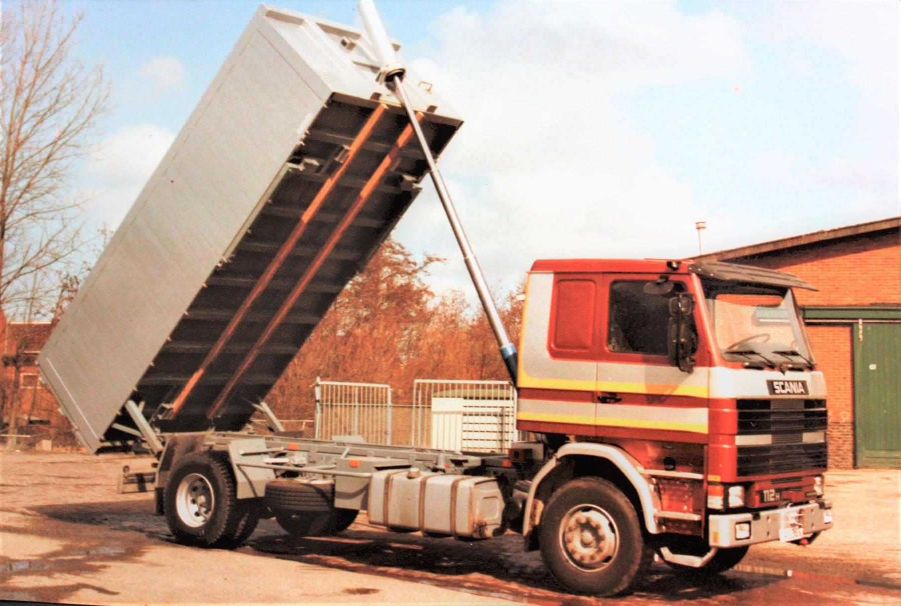 Scania--112H-is-door-Rondaan-in-Beetgum-opgebouwd--voor-J-Visser-uit-Berlikum--eerste-en-tweede-leven-(2)