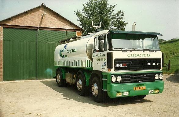 DAF-3300-melkwagen-voor-Coberco