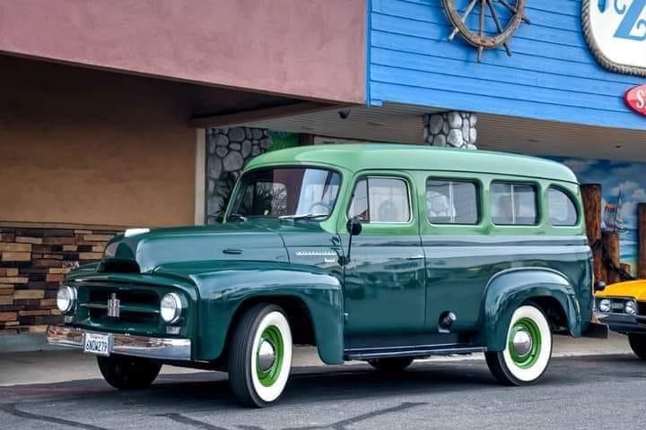 International-Harvester-R-110-Travelall-1954--(1)