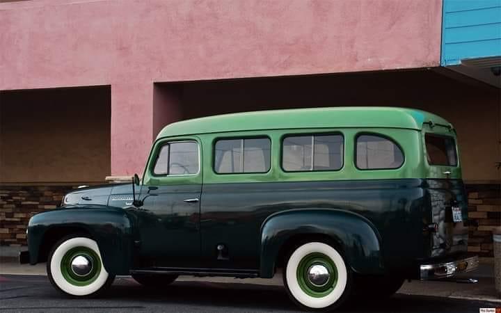International-Harvester-R-110-Travelall-1954--(2)