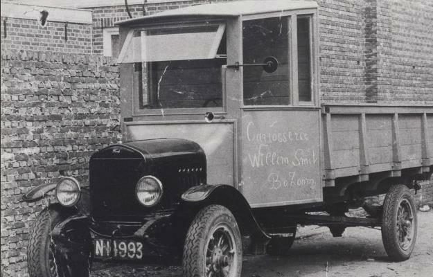 00-de--eerste-wagen-van-het-bedrijf-Ford-carr-Willem-Smit