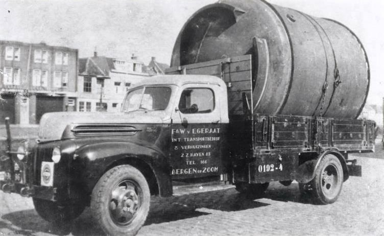Ford--0192-4