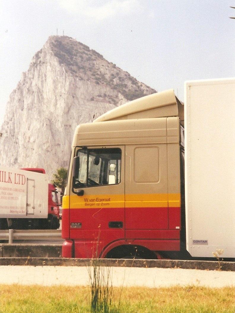DAF-XF-Sigaretten-lossen-Gibraltar-Peter-Pijpers