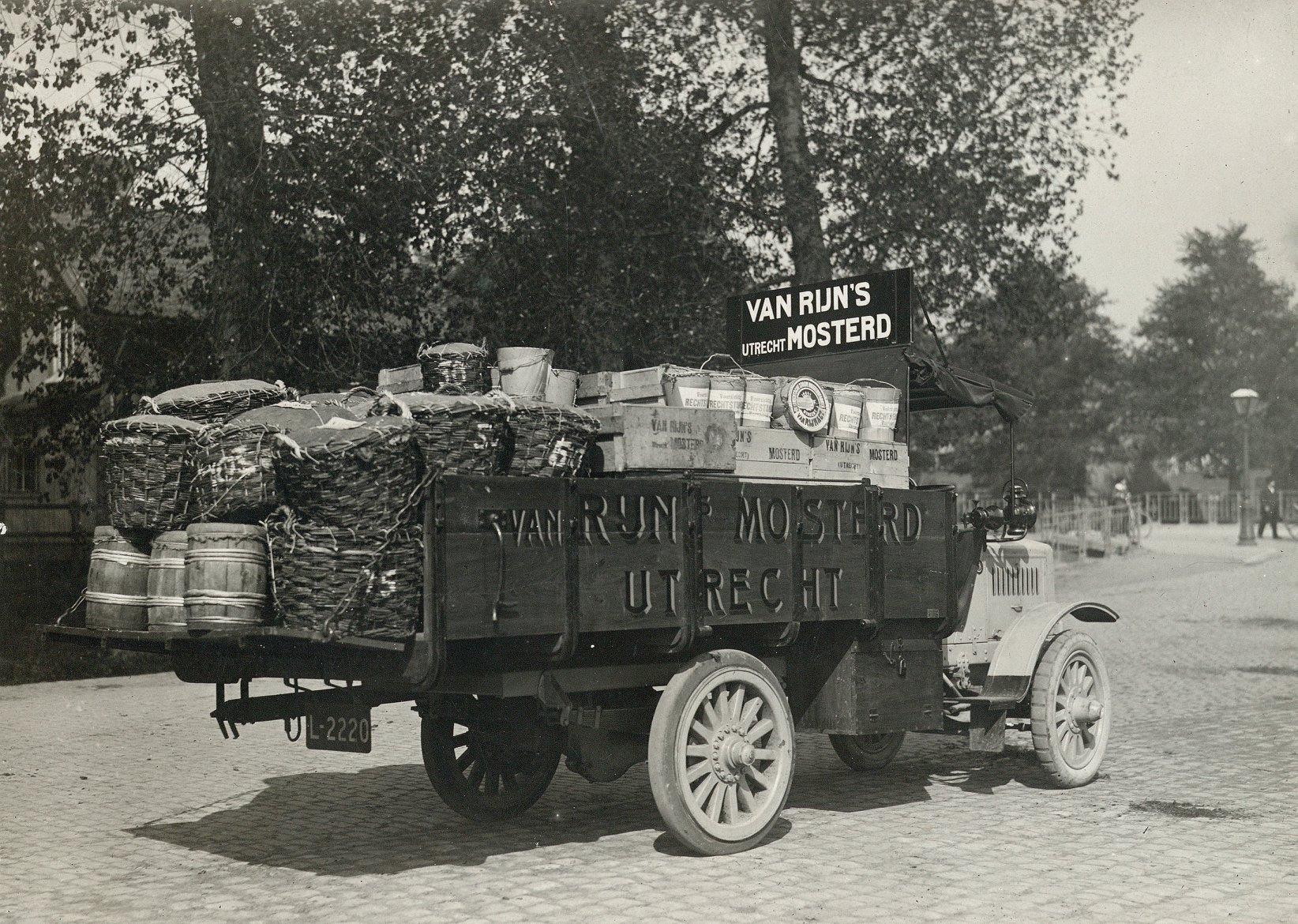 1918-Van-Rijn-s-Mosterd--en-Azijnfabriek-Nieuwekade-te-Utrecht