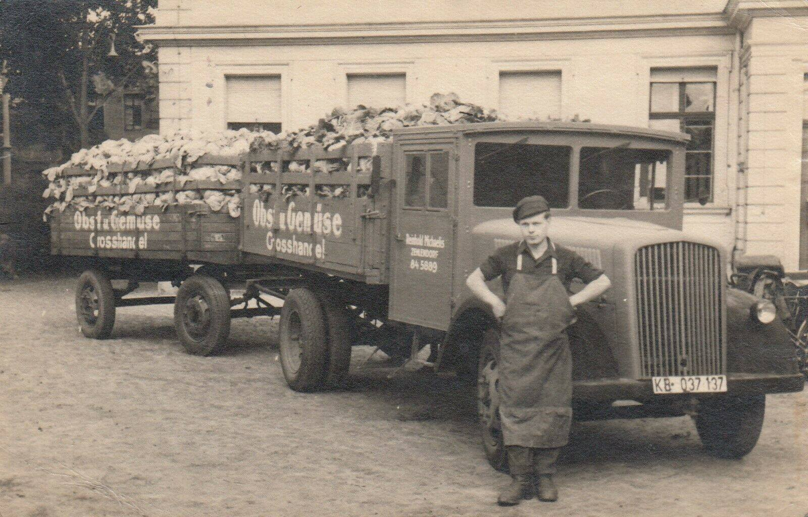 Opel-Blitz-van-groentenhandelaar-in-Berlijn--(1)